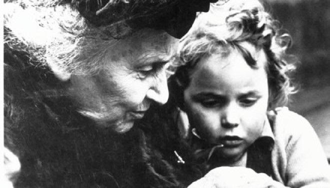 Maria-Montessori-con-un-bambino-660x375